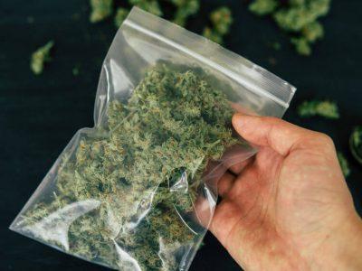 חיפוש לא חוקי של סמים על ידי המשטרה – זיכוי נאשם מעבירה של החזקת סמים